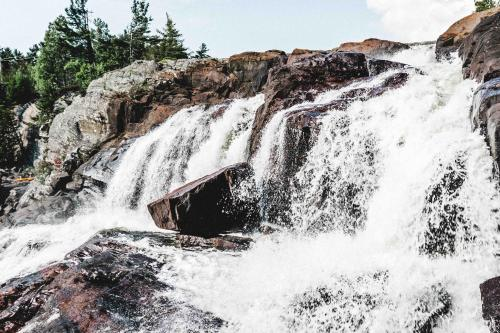 High Falls Bay Cottages, Camping & Waterpark