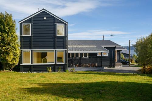 Rainbow Point Escape - Taupo Holiday Home