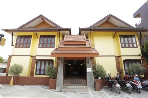 Yellow Tique Hotel เยลโล่ ทีค โฮเทล