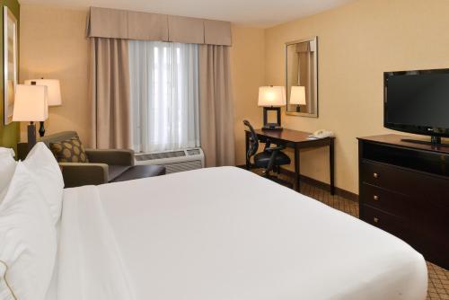 Photo - Holiday Inn Express Woodland