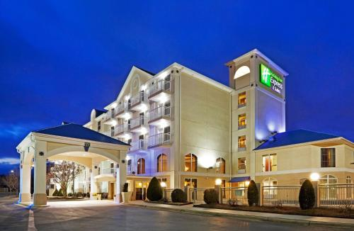 . Holiday Inn Express & Suites Asheville SW - Outlet Ctr Area, an IHG Hotel
