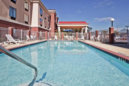 . Holiday Inn Express Hotel & Suites Forest, an IHG Hotel