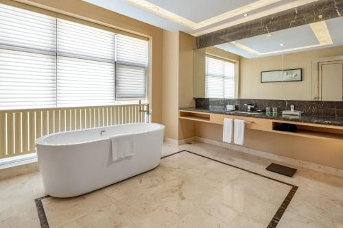 . Holiday Inn & Suites Hulunbuir, an IHG Hotel