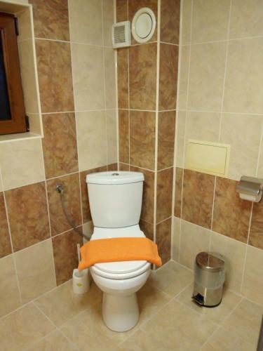 Вила Овчаровски плаж -апартамент 3-ти етаж - 2 спални,всекидневна,баня,барбекю,басеин