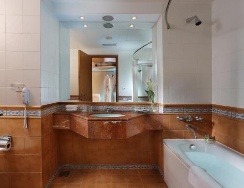 Millennium Dubai Airport Hotel Семейный номер