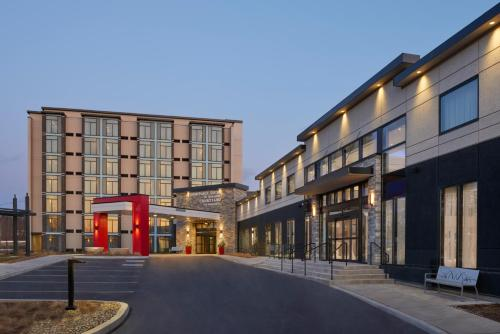 . Courtyard by Marriott Oshawa