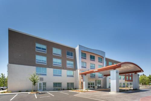 . Holiday Inn Express & Suites - Chico, an IHG Hotel