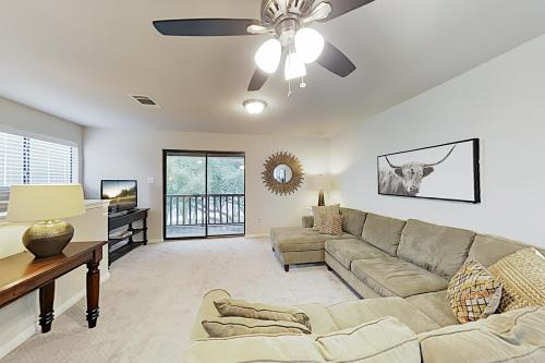 New Listing! Hill Country Getaway with Large Balcony apts - Apartment - Dripping Springs