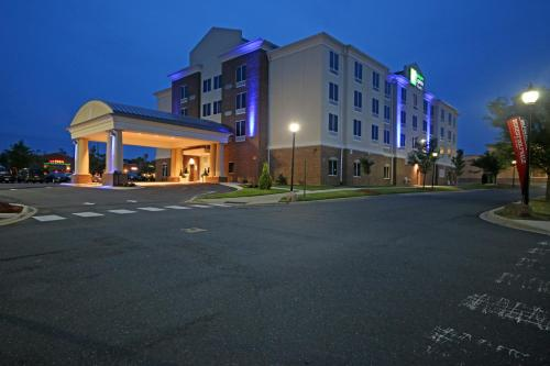 Hotel Holiday Inn Express And Suites Charlotte North