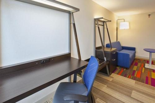 Holiday Inn Express & Suites Chicago-Midway Airport - Chicago, IL IL 60638