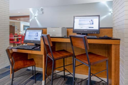 Holiday Inn Express & Suites Chicago-Midway Airport Main image 1
