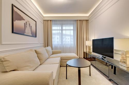 Elegant two bedroom apartment near the sea