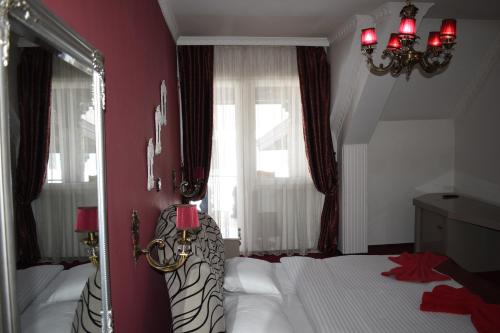 Hotel New Golden Place,