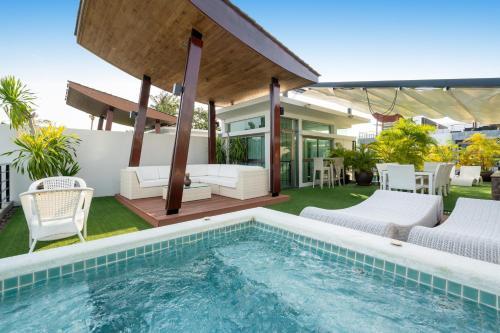 Beachfront luxury villa in Rawai Beachfront luxury villa in Rawai