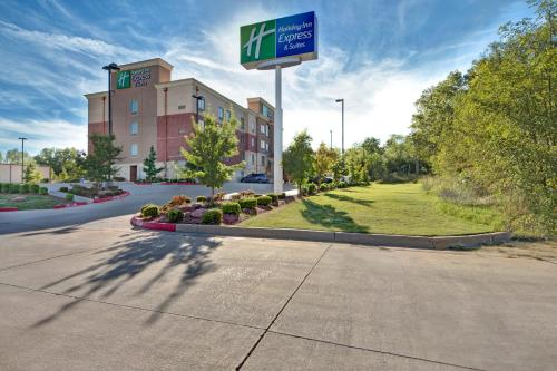 . Holiday Inn Express and Suites Oklahoma City North, an IHG Hotel