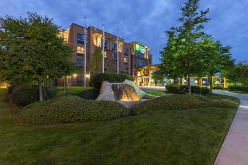 Holiday Inn Express & Suites Riverport Richmond