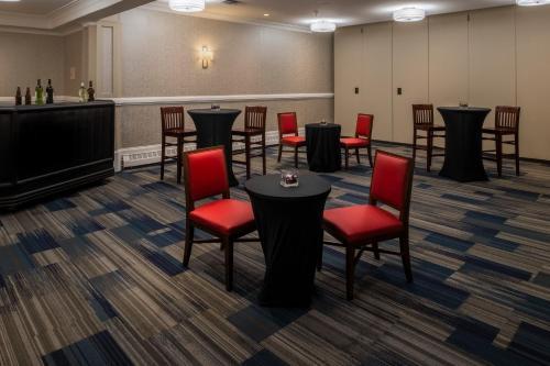 Holiday Inn Express & Suites Halifax - Bedford - Halifax, NS B3M 4Y7