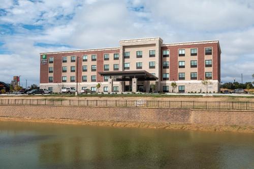 . Holiday Inn Express & Suites - Wentzville St Louis West, an IHG Hotel