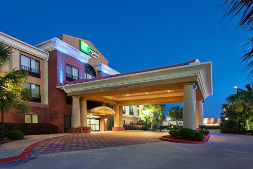 . Holiday Inn Express & Suites Wharton