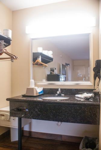 Super 8 By Wyndham Kissimmee Maingate Orlando Area - Kissimmee, FL 34746