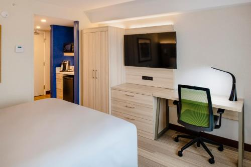 Holiday Inn Express & Suites Halifax - Bedford - Photo 4 of 45