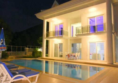 VILLA VIEW - 4 Bedroom villa with private pool
