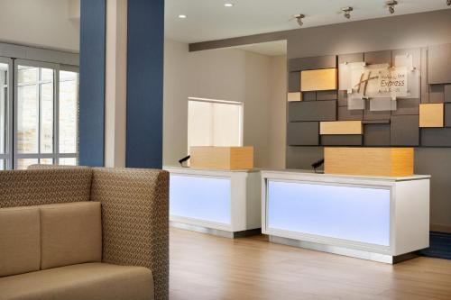 Holiday Inn Express & Suites - McAllen - Medical Center Area