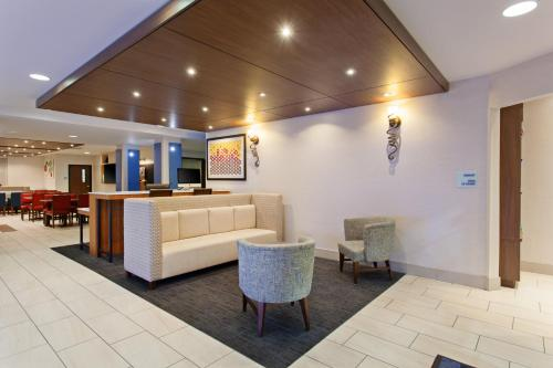 Holiday Inn Express & Suites Oakland - Airport - Oakland, CA CA 94603