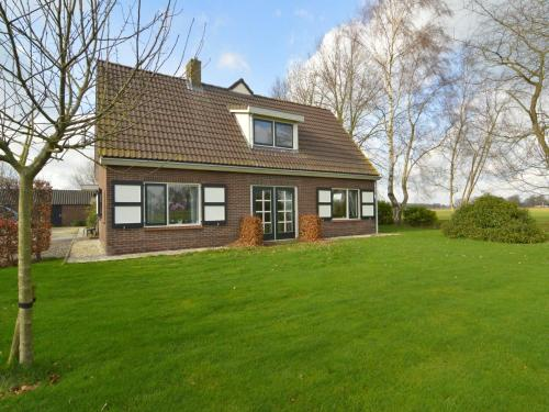. Detached atmospheric farmhouse with large garden and privacy near Dalfsen