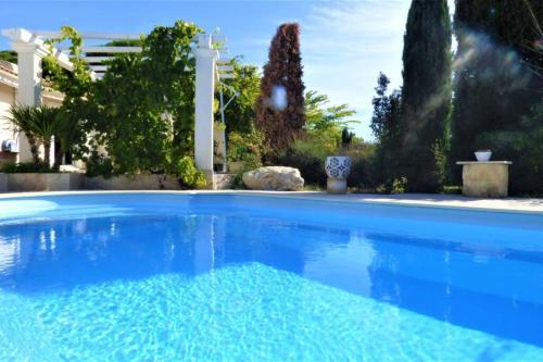 Magnifique villa l'Ibis pour 8 personnes, piscine, clim,parc et parking - Location, gîte - Arles