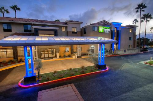 Holiday Inn Express Hotel & Suites Carlsbad Beach - Carlsbad, CA CA 92011