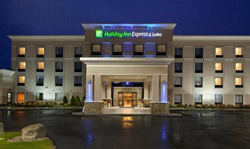 Holiday Inn Express & Suites Malone, an IHG Hotel