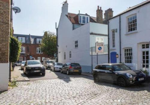 Picture of 3-Bedroom Mews House With Parking