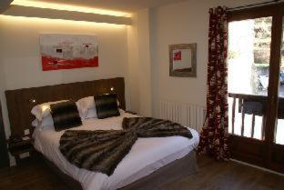Room #1687935