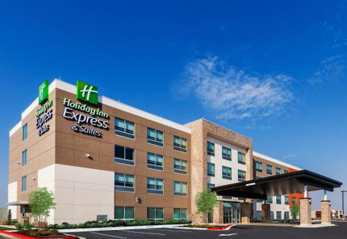 . Holiday Inn Express and Suites Chanute, an IHG Hotel