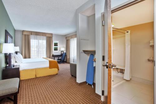 Holiday Inn Express Hotel and Suites Harrington - Dover Area - Harrington, DE DE 19952