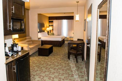 Holiday Inn Express Hotel & Suites Houston NW Beltway 8-West Road, an IHG Hotel - image 12