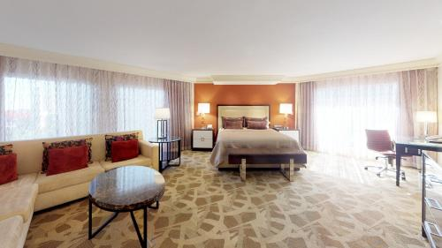 Executive Parlor Suite + Tower Deluxe Room