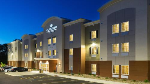 . Candlewood Suites Grove City - Outlet Center