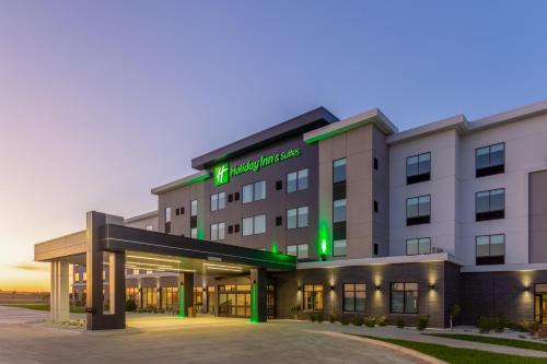 . Holiday Inn & Suites Cedar Falls-Waterloo Event Ctr, an IHG Hotel