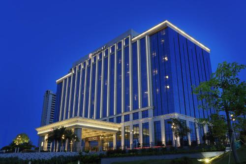 . HUALUXE Yangjiang City Center - AN IHG HOTEL