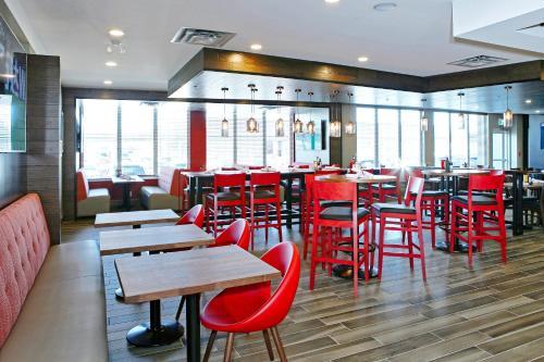 Holiday Inn Hotel & Suites - Calgary Airport North - Calgary, AB T3J-0T6