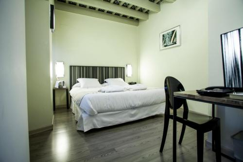 Economy Double Room - single occupancy Hotel Boutique Casas de Santa Cruz 13