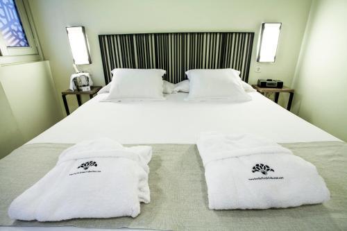 Double Room with Patio View Hotel Boutique Casas de Santa Cruz 4