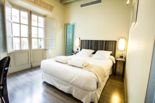 Habitación Doble con balcón  Hotel Boutique Casas de Santa Cruz 4