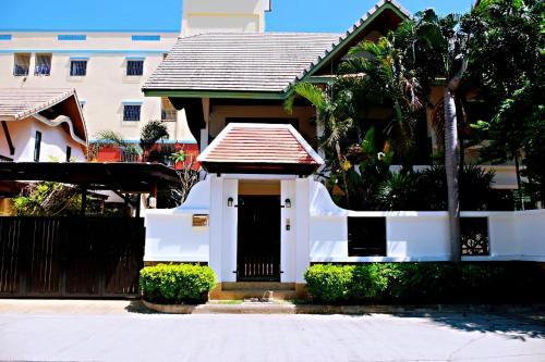 พัทยากลางพูลวิลล่า Pattaya pool villa พัทยากลางพูลวิลล่า Pattaya pool villa