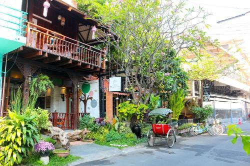 Changmoi House (Little Village)