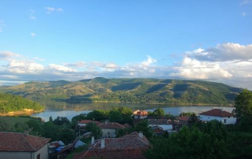 Mihaela Lake Retreat