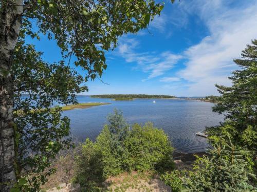 Chester Private Villa with Stunning Oak Island Views - Western Shore, NS B0J 1K0