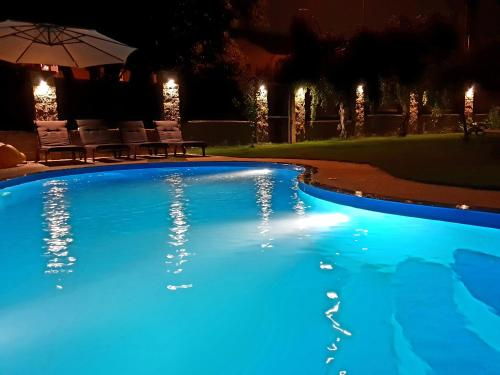 Luxury house close to metro, with pool and whirlpool